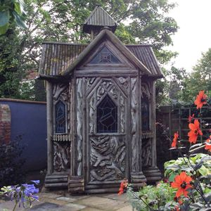 Filler: Antique Summer House