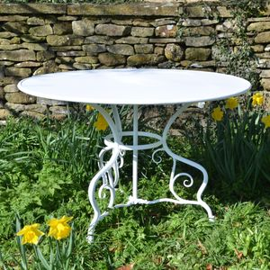 The Small Circular Garden Dining Table