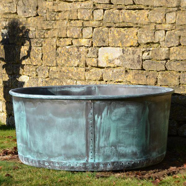 The Courtyard Copper Garden Planter - Medium - Rolled Edge