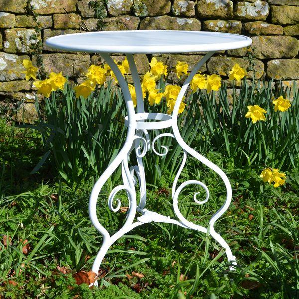 The Circular Garden Table for Two