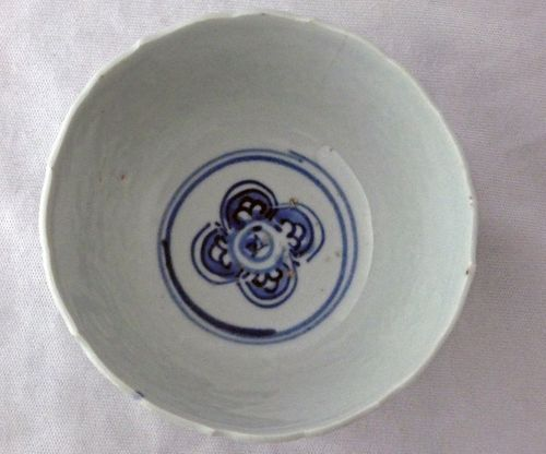 Chinese 17th century Blue and White Kraak Bowl