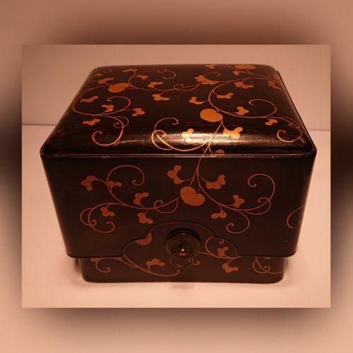 Antique Japanese Maki-e Lacquer Box