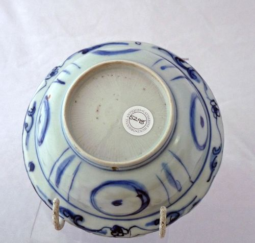 Ming Kraak  blue and white Klapmuts bowl