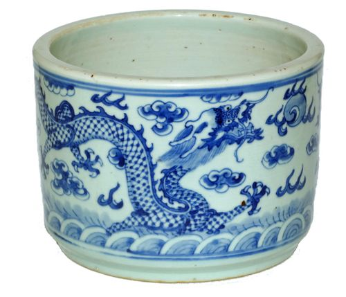Chinese Blue and White 19th Century Brush Pot / Bitong