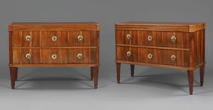 Pair of commode chests of drawers