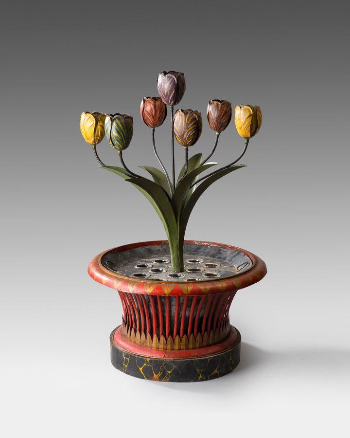 Toleware tulip planter