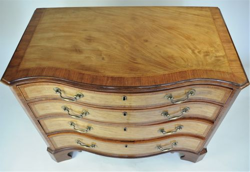 Hepplewhite period satinwood serpentine Chest of Drawers