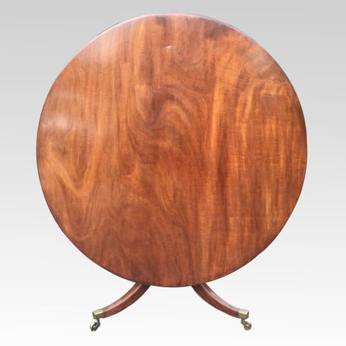 Fine George III period mahogany circular dining table