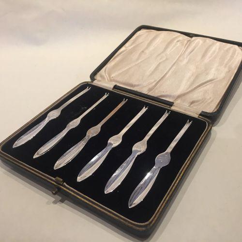 Set of six cased silver lobster/crab picks/forks