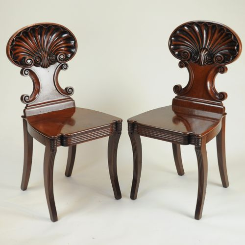 Fine quality pair of shell-back Hall Chairs attributed to Gillows