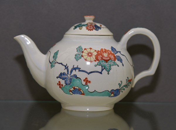Chantilly Teapot and Cover