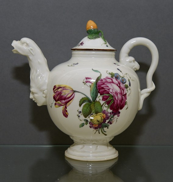 Hoechst Teapot and Cover