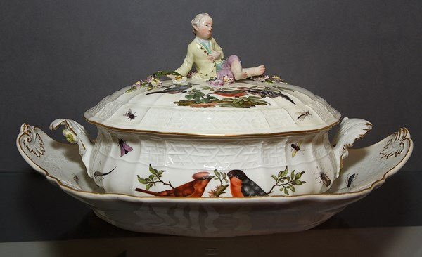 Meissen Tureen, Cover and Stand