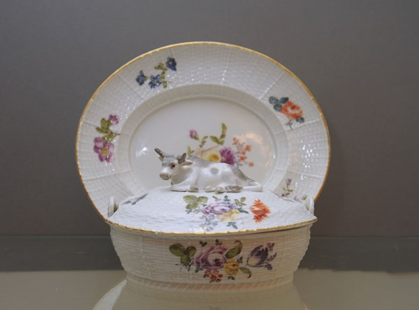 A Meissen butter tub, cover and stand